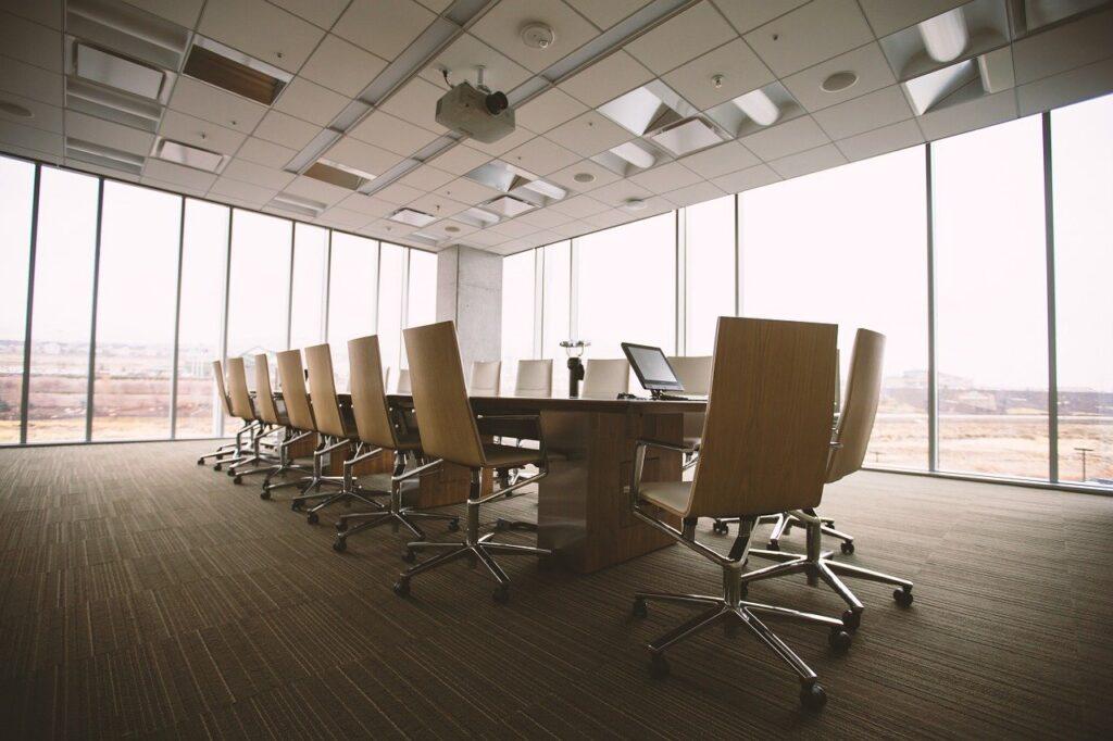 Proyectan que los lugares de trabajo sean híbridos en el futuro