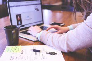 Principal herramienta de trabajo para millennials es cómputo portátil