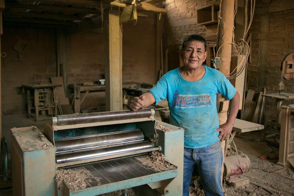 Emprende Mayor: iniciativa para emprendimientos de personas mayores en Colombia